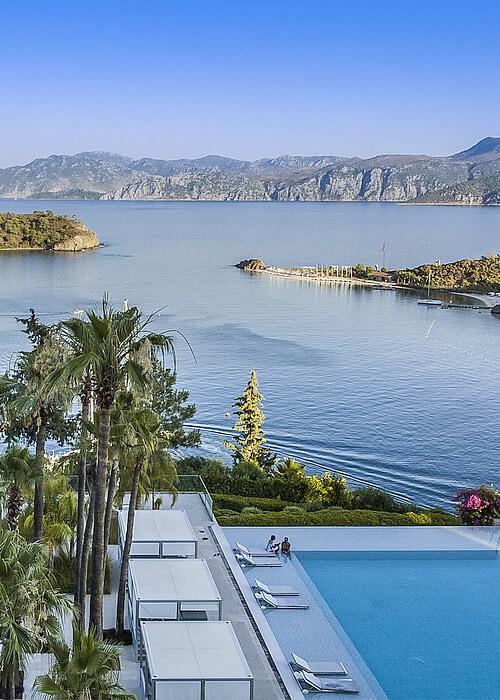 Отель с бассейном в Турции
